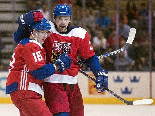 Zbyněk Michálek (vpravo) oslavuje s Ondřejem Palátem svůj gól proti USA