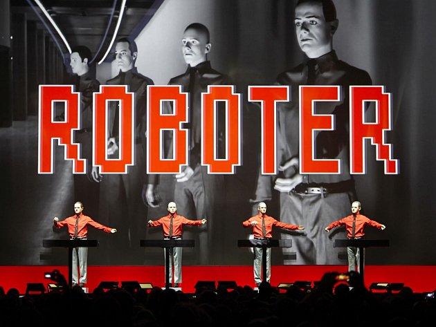 Legenda elektronické hudby, skupina Kraftwerk, zahraje 3. prosince v pražském Foru Karlín.