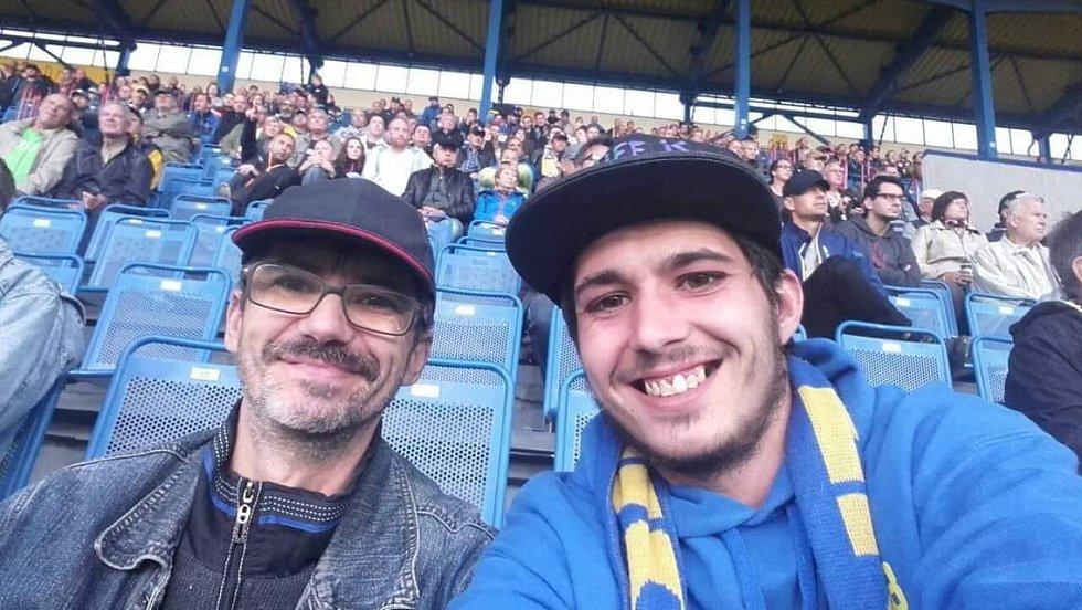 S tátou, který se mnou jel fandit, i když nefandí Teplicím, ale Liberci. Zápas FK Teplice - Bohemians Praha.