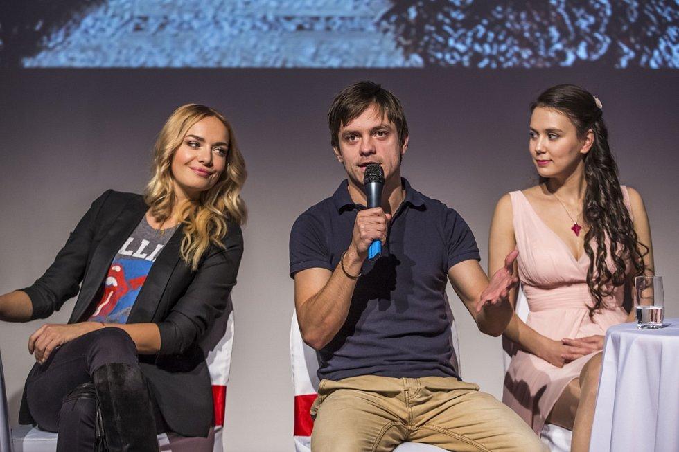 Jiří Mádl, Eliška Jansová a Taťána Kuchařová na tiskové konferenci v Praze, kde Česká televize představila 10. listopadu schéma vánočních pořadů.