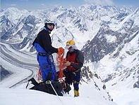 Roman Langr a Kamil Bortel ve stěně K2.