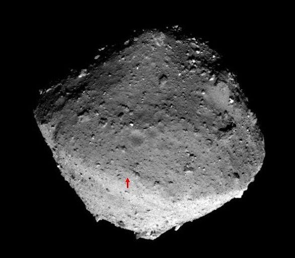 Místo na povrchu asteroidu Ryugu, kde dojde se sběru vzorků