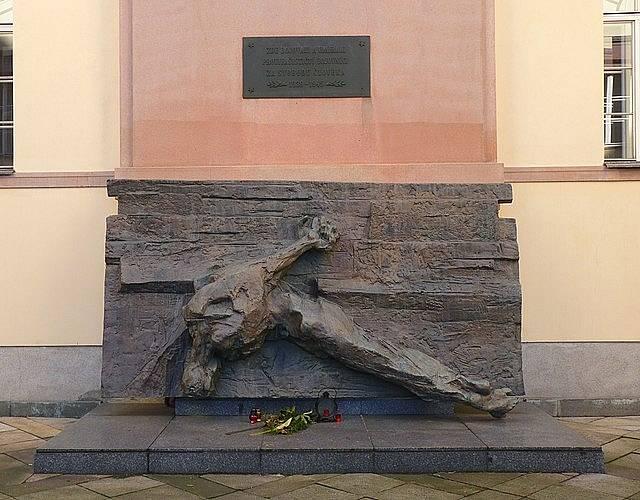 Památník v Kounicových kolejích v Brně, kde v říjnu 1941 začaly popravy