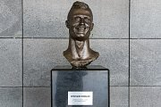 Busta Cristiana Ronalda na letišti na portugalském ostrově Madeira