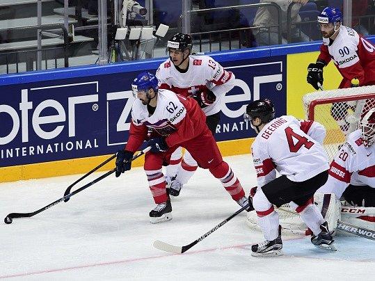 Michal Řepík (vlevo) a Robert Kousal u švýcarské branky.