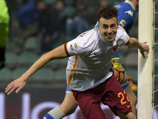 Stephen El Shaarawy z AS Řím se raduje z gólu.