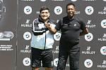 Fotbaloví titáni Diego Maradona (vlevo) a Pelé se konečně usmířili.