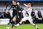Gareth Bale z Realu Madrid (vlevo) proti Legii Varšava.