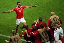 Hal Robson-Kanu se raduje z gólu do belgické sítě.