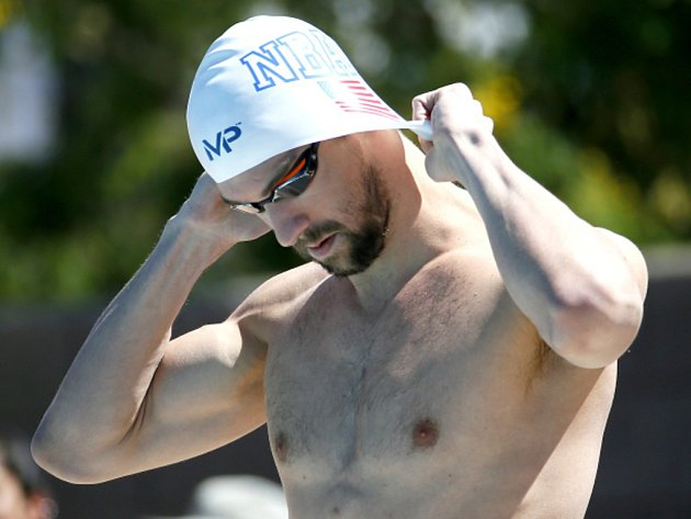 Michael Phelps se chystá na závod 100 metrů motýlek.