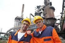 Radek Štěpánek (vlevo) a Adam Pavlásek při návštěvě Třineckých železáren.