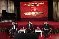 Zleva prezident Miloš Zeman, čínský velvyslanec v ČR Čang Ťien-min a předseda Senátu Jaroslav Kubera