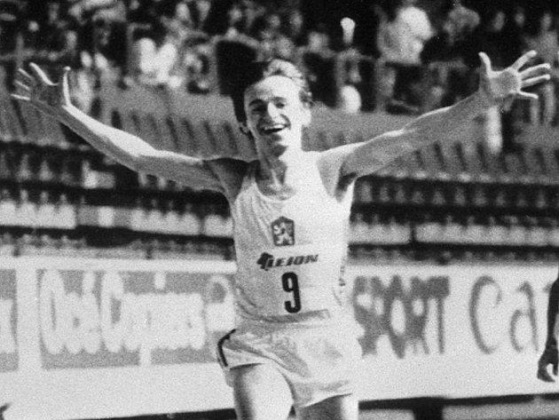 Bývalý úspěšný český vytrvalec Lubomír Tesáček v běhu na 3000 metrů z roku 1984 z Göteborgu.