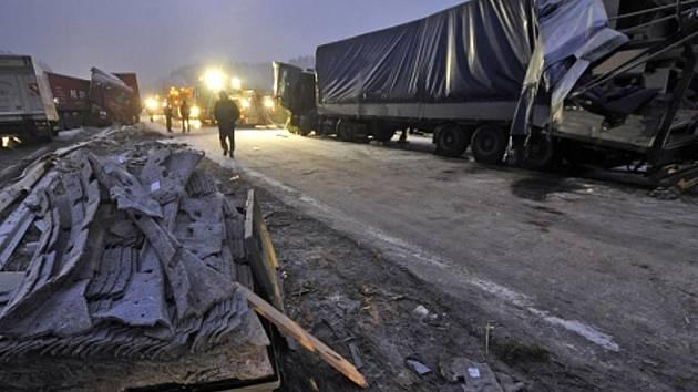 Nehoda na 106. kilometru dálnice D1 nedaleko obce Smrčná u Jihlavy.