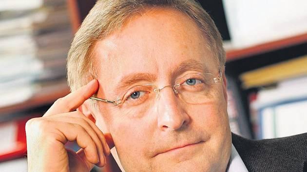 Přední český dermatolog prof. MUDr. Petr Arenberger.