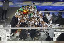 """Takto slavili fotbalisté Realu Madrid triumf v Lize mistrů (2018). Teď je právě španělský klub v čele """"revolucionářů""""."""