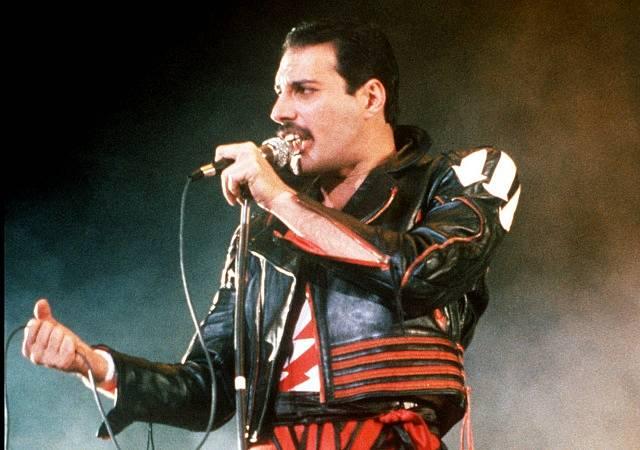 Zpěvák legendární kapely Queen Fredie Mercury zemřel v roce 1991.