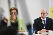 Předsedkyně výboru pro rozpočtovou kontrolu Monika Hohlmeierová a europoslanec Sándor Rónai na tiskové konferenci 28. února 2020 v Praze představili svá zjištění ohledně údajného střetu zájmů premiéra Andreje Babiše