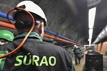 Zaměstnanec Správy úložišť radioaktivních odpadů (SÚRAO).
