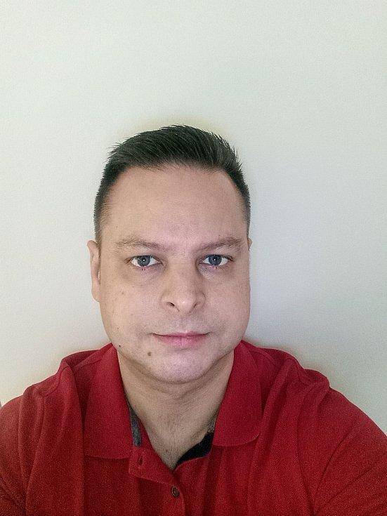 Vysokoškolský učitel anglického jazyka Jan Stejskal zUniverzity Jana Amose Komenského vPraze.