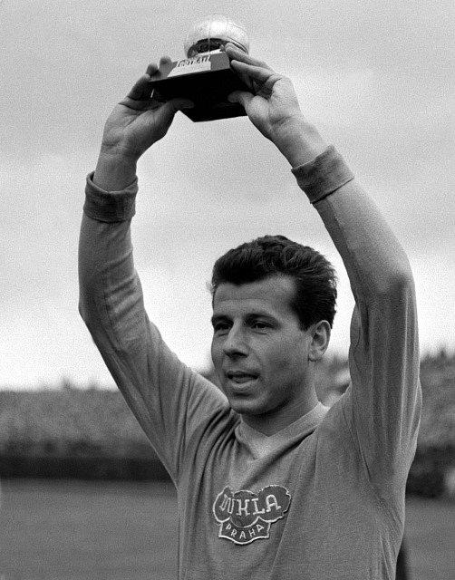 Český fotbal opustila legenda. Josef Masopust poté, co dostal Zlatý míč za rok 1962