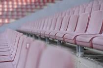 Prázdné hlediště na fotbalovém stadionu. Ilustrační snímek