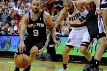 Stihne Tony Parker (vlevo) semifinálovou sérii NBA?