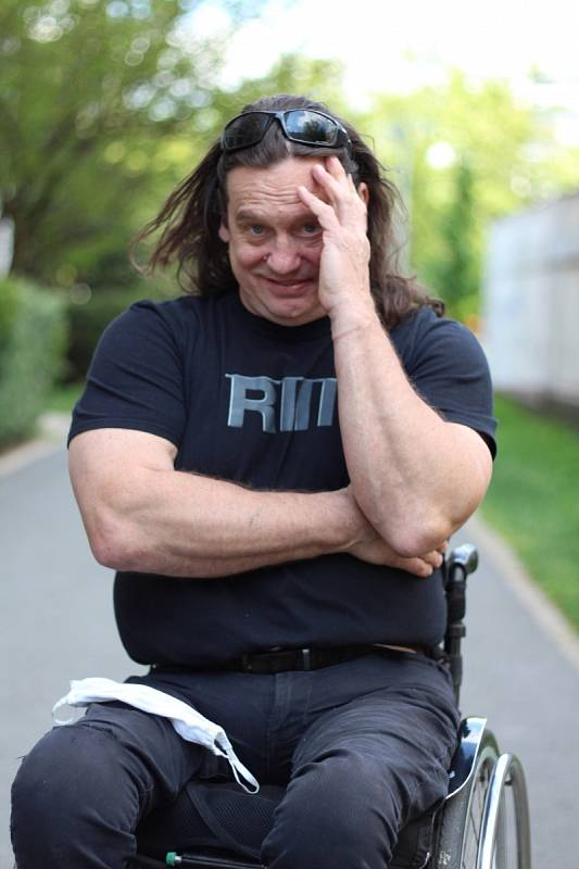 V jedenadvaceti letech se Jan Potměšil stal filmovou hvězdou díky hlavní roli ve snímku Víta Olmera Bony a klid (1987).