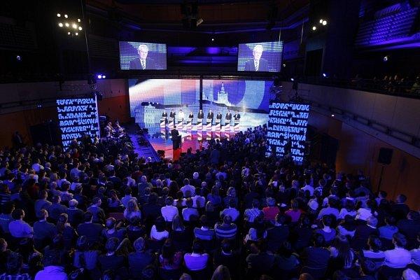 Václav Moravec vKongresovém centru Praha přivítal vpředvečer voleb všech devět prezidentských kandidátů.
