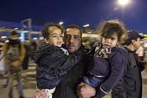 Na řecké ostrovy v Egejském moři připlulo z Turecka od úterý do pátku dalších více než 11.000 migrantů, což je zřetelný narůst proti předchozím dnům.