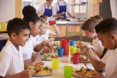 Děti ve školních jídelnách nesmí být podle francouzského soudy připraveny o možnost alternativy k vepřovému masu.