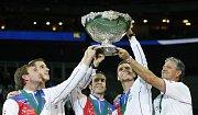 Čeští tenisté se radují z triumfu v Davis Cupu v roce 2012.