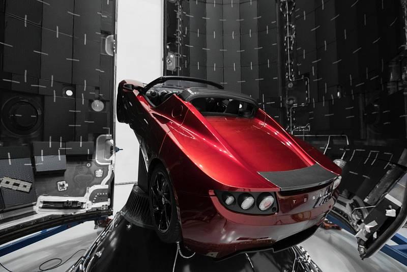 Tesla Roadster, vozidlo Elona Muska, které poletí do vesmíru.