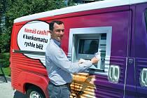 Pojízdný bankomat.