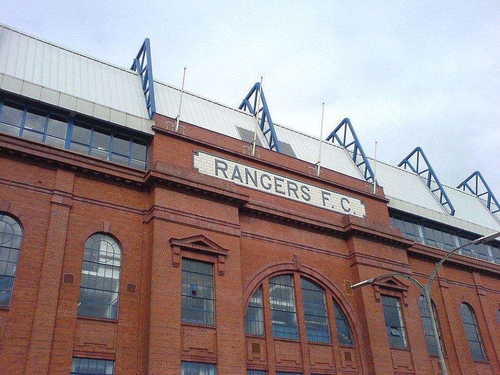 Historická fasáda stadionu Ibrox v Glasgow