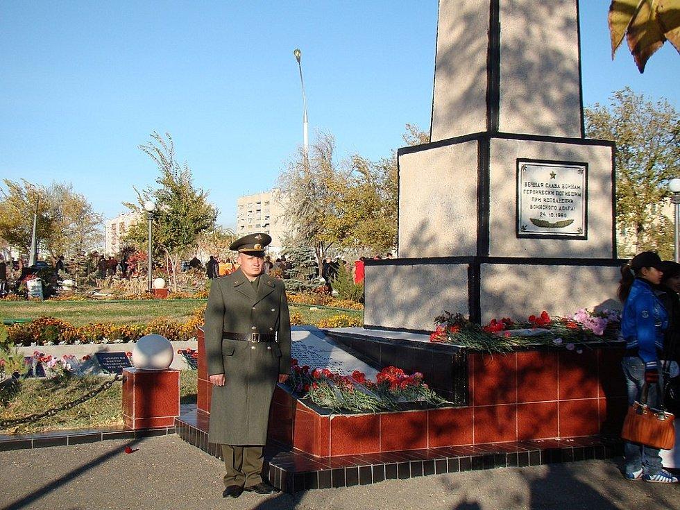 Památník ve městě Bajkonur
