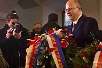 Oslavy 25. výročí Sametové revoluce 17. listopadu v Praze. Bohuslav Sobotka na Národní třídě.