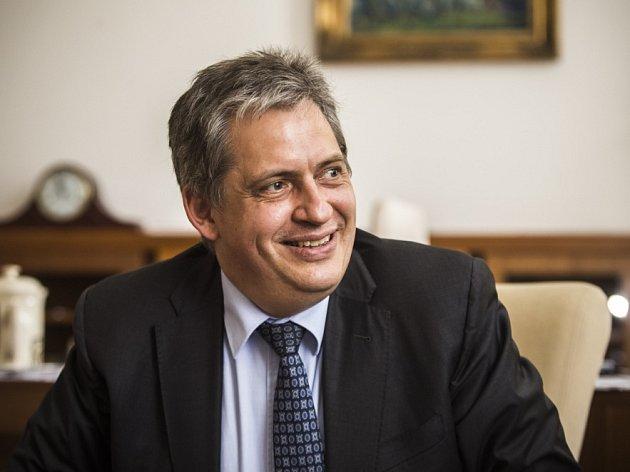 Ministra pro lidská práva Jiří Dienstbier