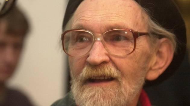 Básník a filozof Egon Bondy na festivalu Poezie bez hranic v Olomouci.