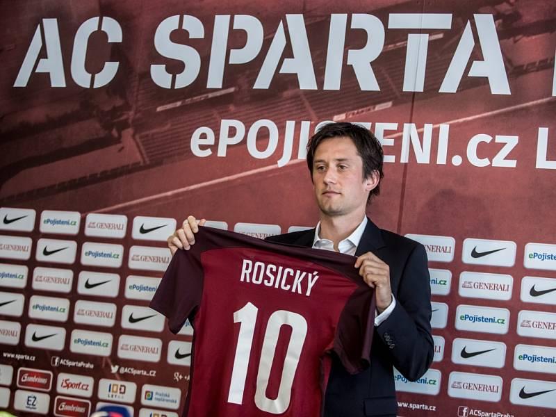 Tomáš Rosický bude ve Spartě oblékat dres s číslem 10.