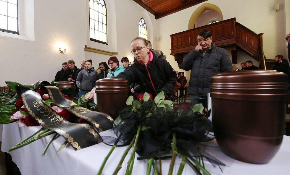 Velká tragédie se stala na začátku letošního roku ve Vejprtech na Chomutovsku. Při tragickém požáru ve Vejprtech v domově pro postižené zemřelo osm lidí, tři desítky lidí byly zraněny. Pohřeb se konal v místním kostele.