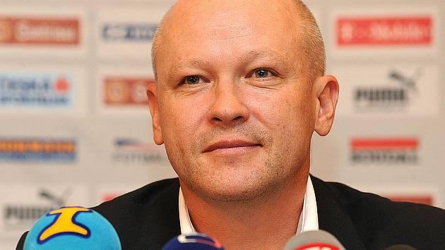 Nově zvolený šéf ČMFS Ivan Hašek se sám ujal jako kouč i české fotbalové reprezentace.