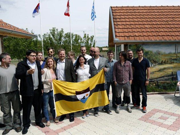 V samozvaném státu Liberland na pomezí Chorvatska a Srbska, který založil Čech Vít Jedlička, chce žít takřka 10.000 Syřanů.
