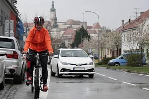 Test předjíždění cyklistů v Mikulově na Břeclavsku.