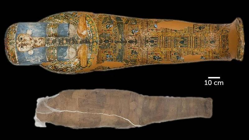 Dekorativně zdobená rakev k bahnem obalené mumii nepatřila
