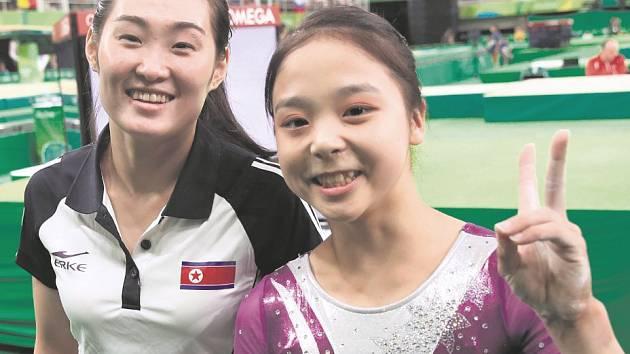 Hledáte smysl současného olympismu? Kladete si otázku, zda sportovní a politické ideály nepohřbily komerční zájmy? Tento společný snímek severo- a jihokorejské gymnastky ukazuje, že nad olympijským hnutím úplně lámat hůl nemusíme.
