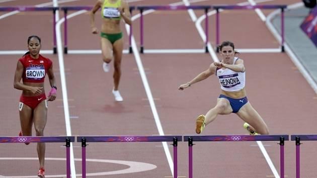 Zuzana Hejnová si suverénně běží pro semifinále olympijské čtyřstovky.