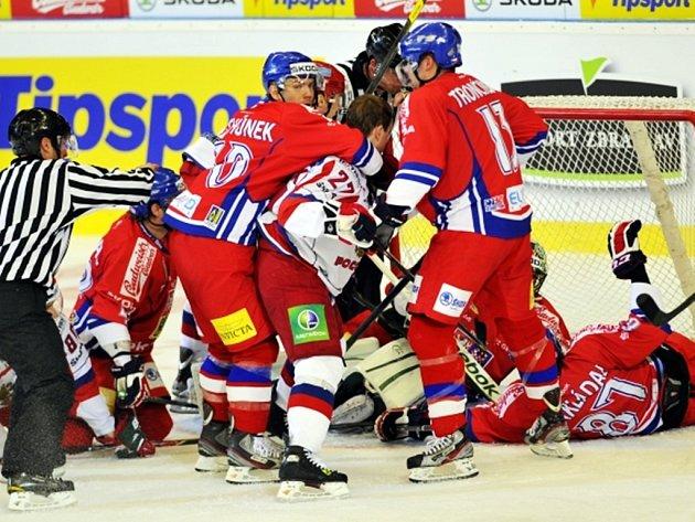 Vpředu zleva Tomáš Rachůnek, Alexej Těreščenko z Ruska a Marek Trončinský.