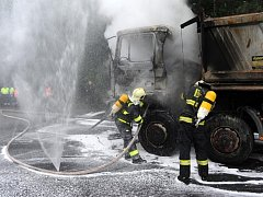 Požár nákladního automobilu.