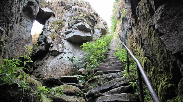 Schody do Ledové jámy, Blatenský vrch, Krušné hory